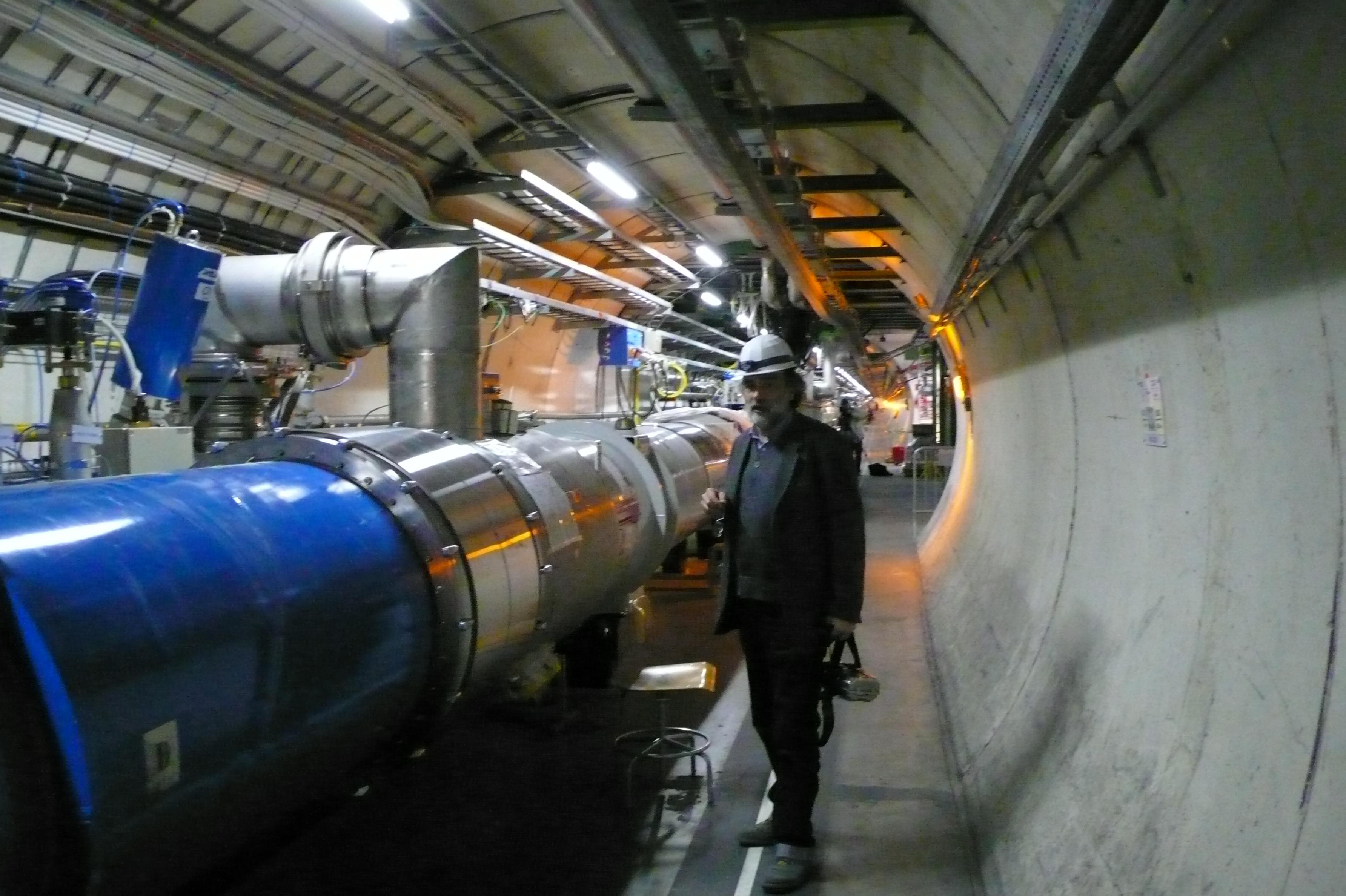 Différentes vues partielles du tunnel du LHC