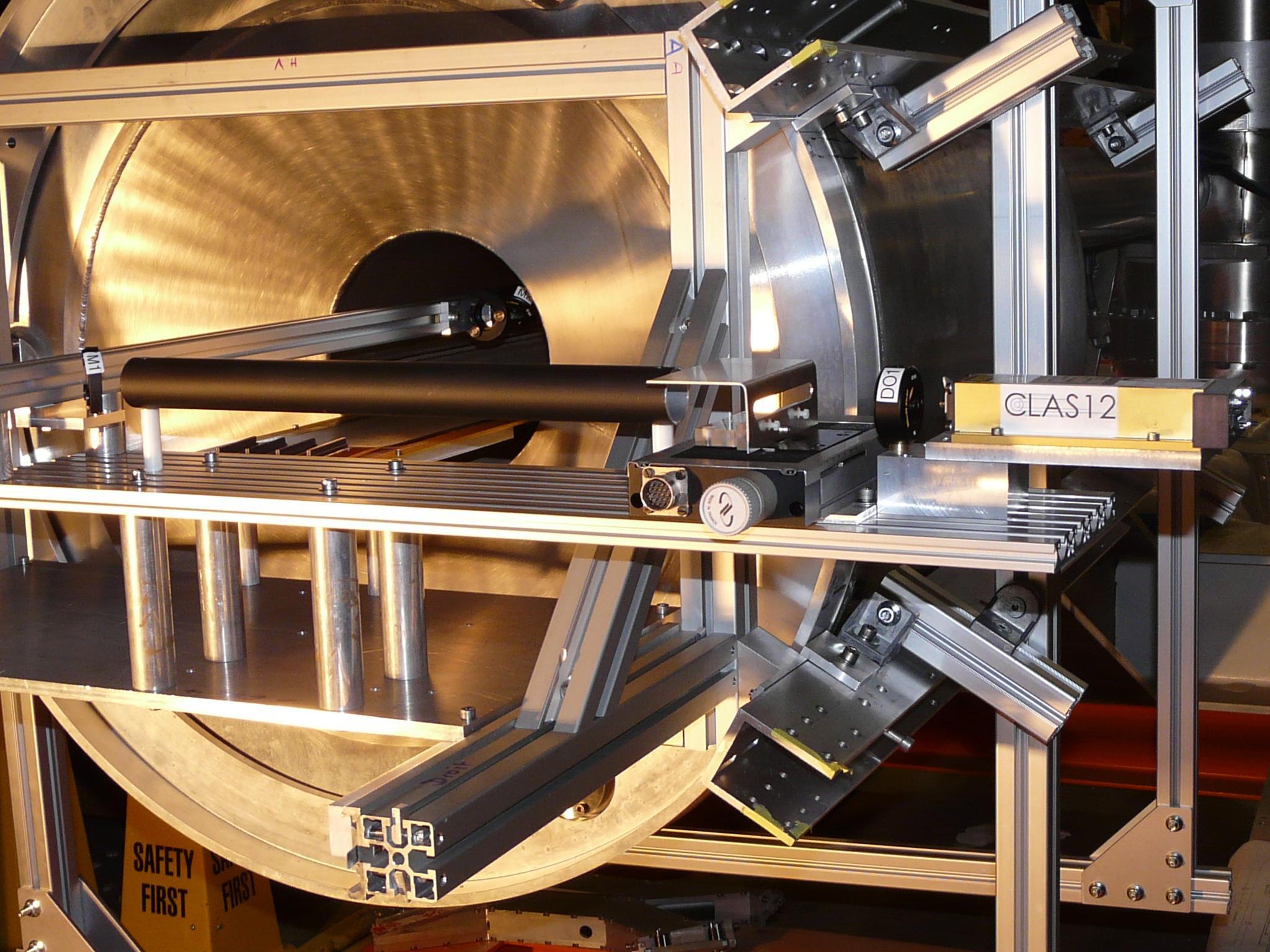 plate-forme du test laser monté sur le solénoïde de CLAS