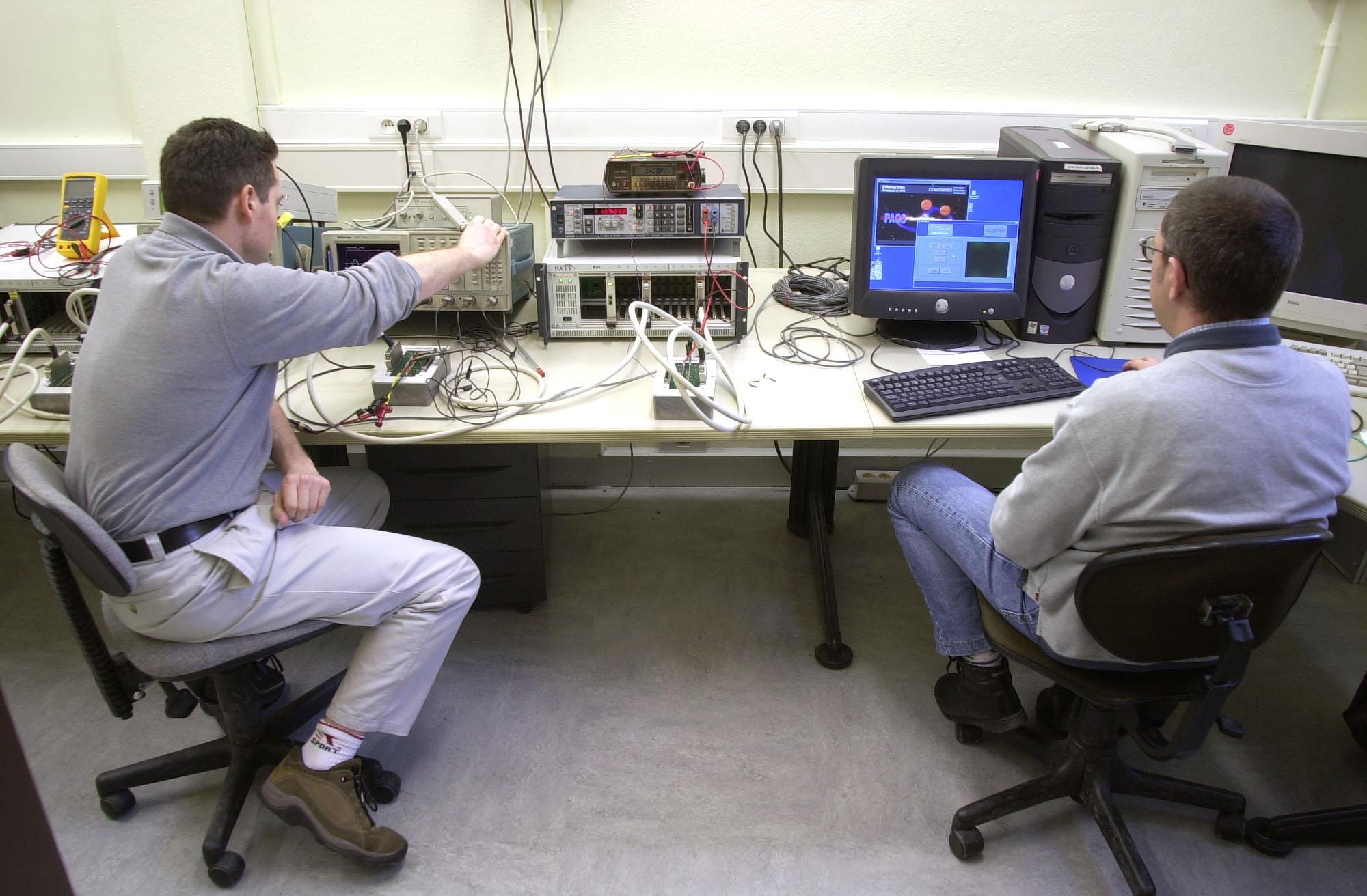 Banc de test pour les cartes électroniques du simulateur HERSCHEL