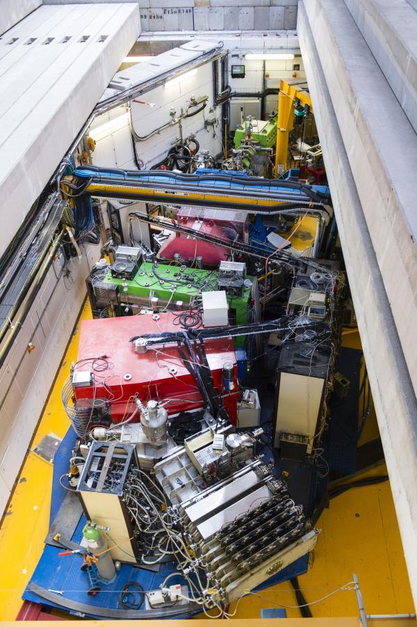 Vamos : spectromètre magnétique dédié à l'identification des noyaux