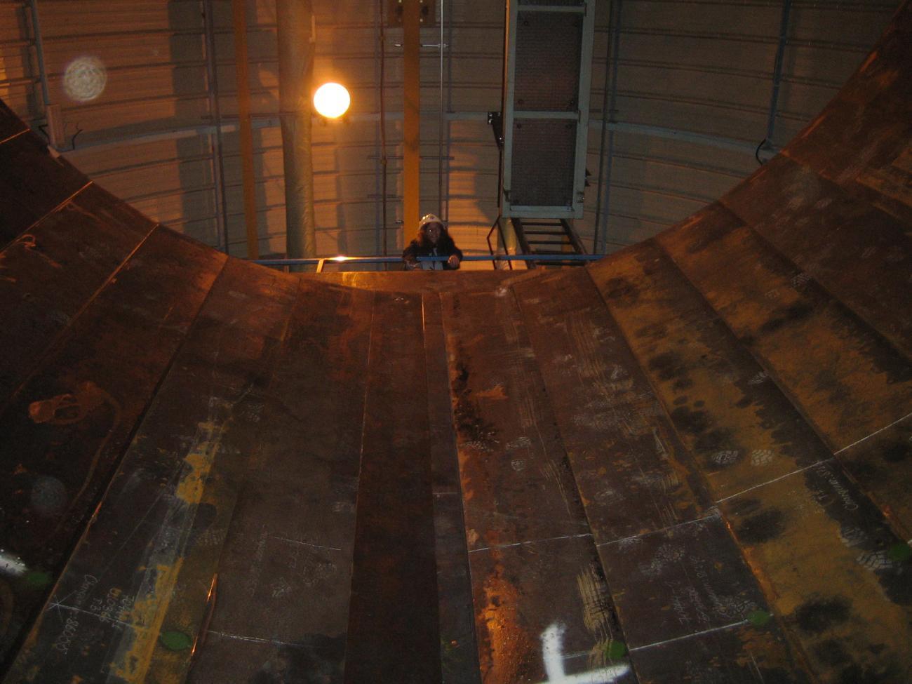 Vue du laboratoire neutrino depuis le fond du puits à 7 m de profondeur