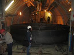 Vue du laboratoire Neutrino et du bac de retention à placer entre le blindage et la cuve Veto