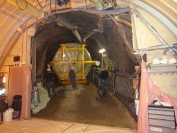 Transport de l'enceinte Gamma Catcher ble de l'expérience Double Chooz dans le tunnel