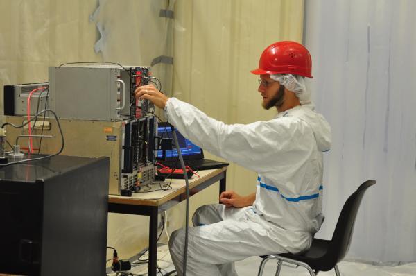 Detector proche: Installation des PMTs du Veto