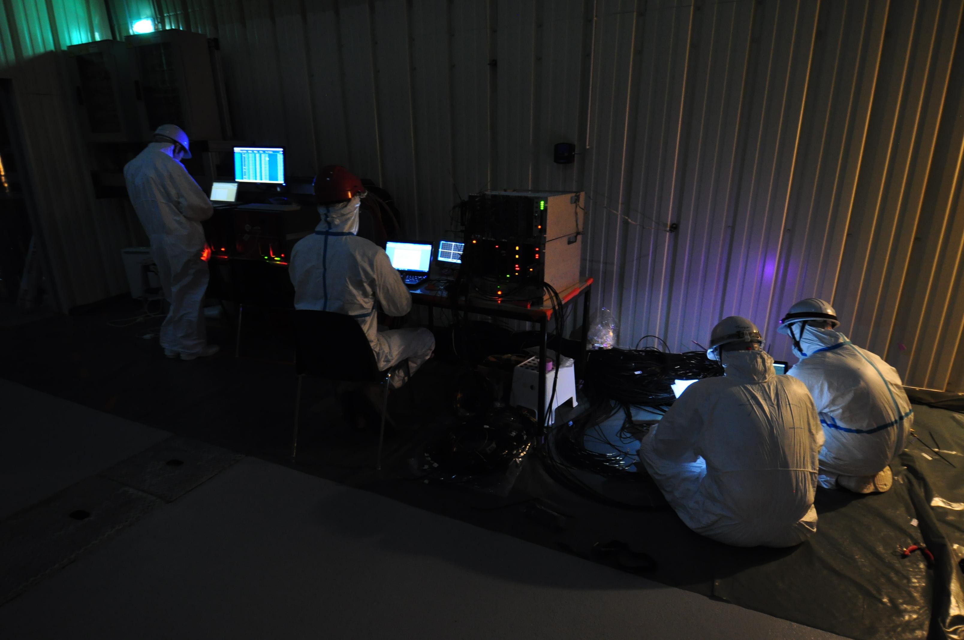 Détecteur proche: Montage des tubes photomultiplicateurs