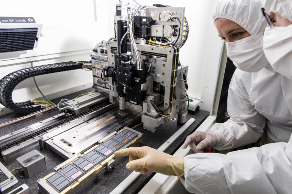 Machine numérique d'assemblage (ALICIA) située en salle blanche au CERN