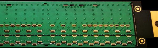 Points de colle d'un diamètre de 0.7 mm déposés sur le FPC par sérigraphie