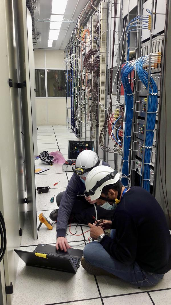 Opérations de câblage en caverne du détecteur Alice MFT
