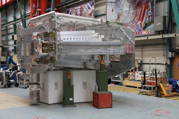Le spectromètre supraconducteur Glad pour la collaboration européenne R3B