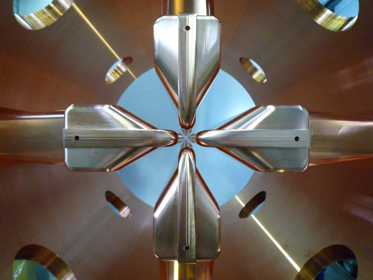 RFQ Spiral2: photographie du premier tronçon du quadripôle radiofréquence du projet Spiral2.