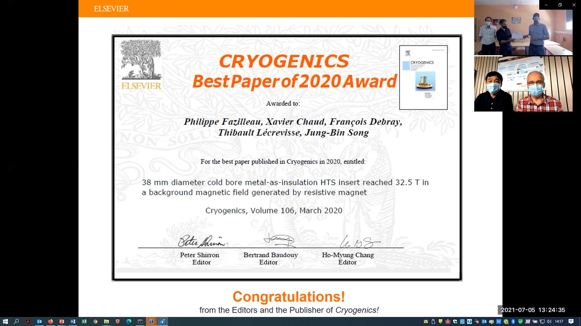 Philippe Fazilleau et Thibault Lécrevisse, ingénieurs-chercheurs à l'Irfu, lauréats du prix de la meilleure publication pour l'année 2020 dans la revue Cryogenics, pour le projet Nougat