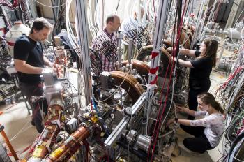 GBAR takes its first steps at the Cern