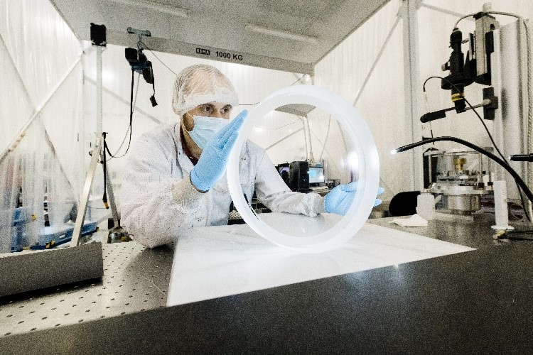Le spectrographe Desi ouvre ses 5 000 yeux sur le cosmos pour traquer l'énergie noire