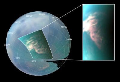 Exemple de nuages de méthane détéctés à la surface de Titan. La résolution de l'image est d'environ 10 kilomètres (zoom à gauche). Crédits : NASA/JPL/Université d'Arizona/Université de Nantes