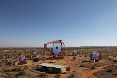 Premi�re lumi�re du t�lescope de 28 m�tres de l'exp�rience H.E.S.S. 2
