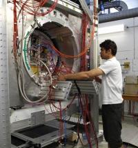 Un détecteur de traces High-Tech pour le futur collisionneur linéaire