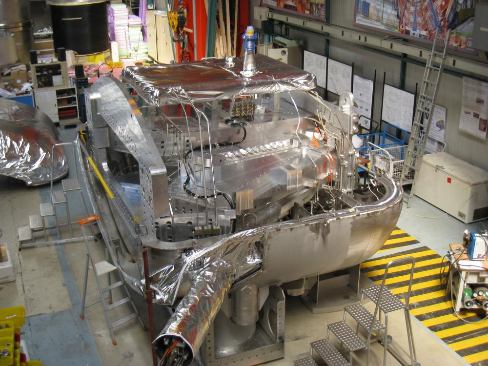 The GLAD superconducting spectrometer for R3B