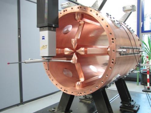 Répétition à Saclay de l'assemblage de la cavité radiofréquence RFQ de Spiral2