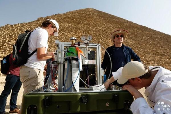 Une cavité secrète de Kheops vient d'être  dévoilée par les  télescopes à muons de l'Irfu du projet ScanPyramids