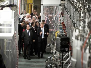 François Hollande inaugure le nouvel accélérateur de particules Spiral2 au Ganil, le 03 novembre 2016
