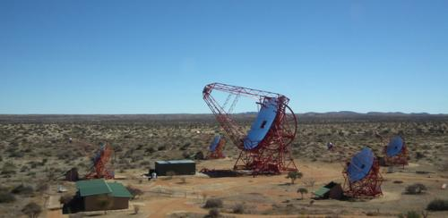 Des nouveaux yeux pour l'experience H.E.S.S. et un pas vers l'observatoire CTA