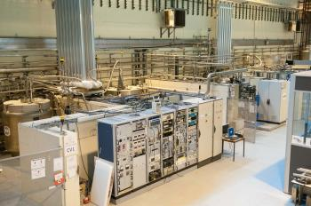 Vertical cryostats for cavity tests