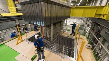 Les premiers signaux de l'expérience WA105, prototype de détecteur de neutrinos de nouvelle génération