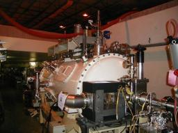 Superconducting cavities for synchrotron radiation machines: Soleil and Super-3HC cryomodules