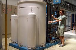 Hélial 4012  Liquefier-Cooler connected to Supratech station