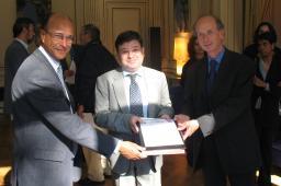 Large Hadron Collider : Accord de financement pour l'accueil de physiciens américains et japonais dans les laboratoires français.